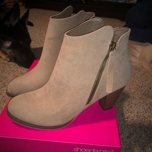 BRAND NEW Tan Booties